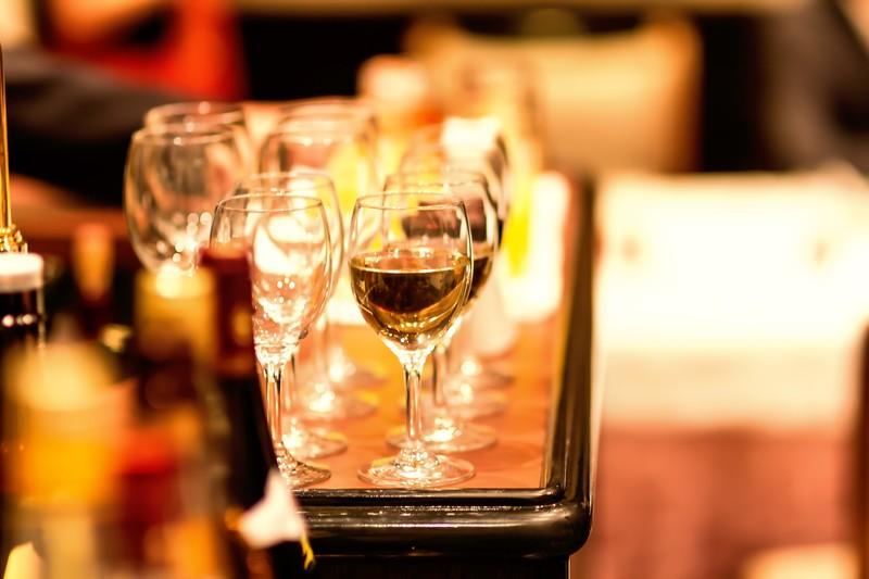 ワイン会やワインスクールでの出会い