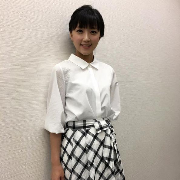 竹内由恵アナウンサー夏のファッション02
