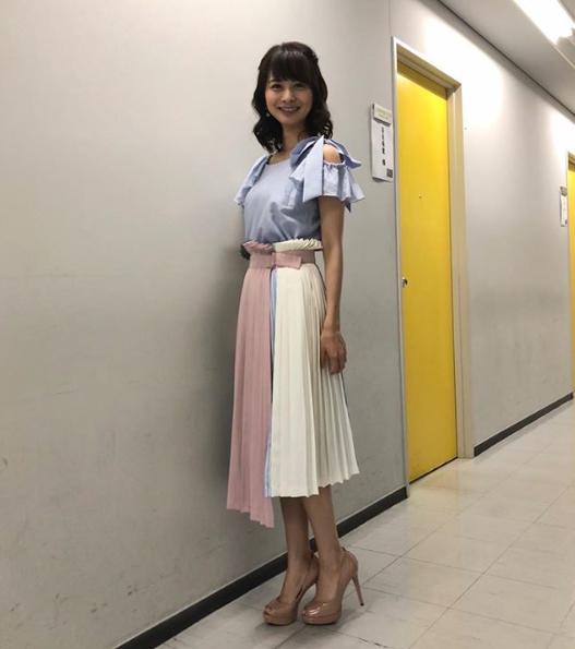 高見侑里アナウンサー夏のファッション02