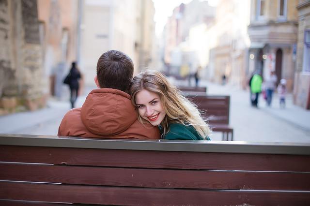 会話が盛り上がって楽しい関係を築けてきたらデートに誘おう