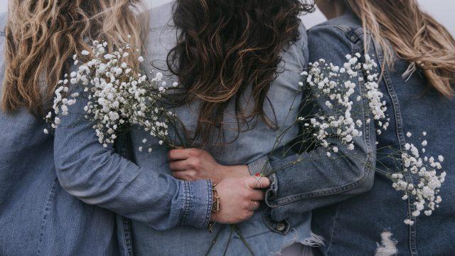 30代女性の婚活成功者は未婚独身の女友達とは距離を置いた人が多い